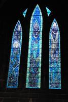Modernes Fenster in Kathedrale von Glasgow - Spender sind mit Namen verewigt