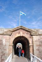 Eingang zum von Außen unsichtbaren Fort George