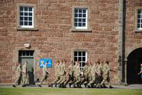 Soldaten auf dem noch heute aktiven Kasernengelände Fort George
