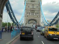 Fahrt durch die Londoner Tower Bridge