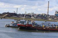 Ausbaggern im Fährhafen in Ijmuiden