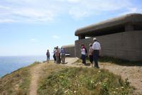 An einem Bunker ausd em 2. Weltkrieg auf Guernsey