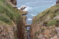 Natürliche Brücke an der Steilküste