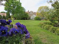 Im Zweiten Privatgarten - diesmal ein englischer, sehr akkurat angelegter Garten