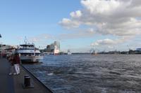 Blick von den Landungsbrücken auf die Elbe