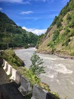 Unterwegs am Fluss Enguri