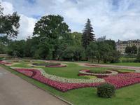 Lettland, Riga, Blumen vor der Nationaloper