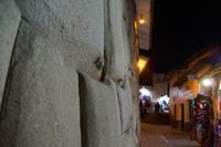 Inka-Mauer im nächtlichen Cuzco