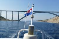 Bootsfahrt in der Kvarner Bucht – Die Brücke von Krk