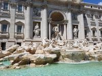 Der Trevi-Brunnen oder Fontana die Trevi in Rom (6)