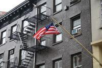 Die typischen Feuerleitern an den Fassaden