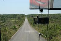 Straße zu den Maya-Ruinen von Kohunlich in Mexiko