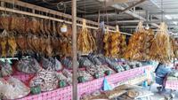 Straßenmarkt auf dem Weg nach Vientiane - Trockenfisch