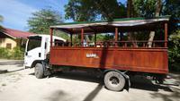 Umgebaute LKWs - Transportmittel auf La Digue