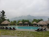 Der pool mit Blick in auf die Berge.