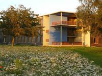 Ostseehotel Dierhagen mit Wildblumenwiese