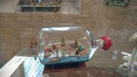 An der Küste darf die Krippe in der Flasche nicht fehlen - Krippenmuseum Güstrow