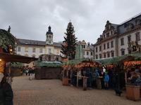 Weihnachtsmarkt im Hof von Schloss Turn & Taxis in Regensburg