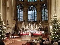 im Dom von Regensburg am 1. Weihnachtsfeiertag, die Domspatzen haben Aufstellung genommen