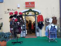 Händler in Passau preisen ihre Waren an