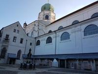 im Hof des Passauer Dom