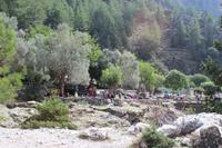 Einer von mehreren Rastplätzen in der Samaria-Schlucht