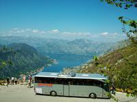 Unser Reisebus über der Kotorbucht