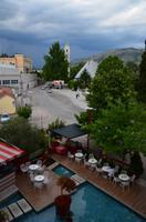 331 Mostar, Blick vom Hotel Bevanda zur Kathedrale am Abend