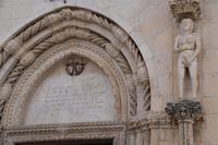 244 Sibenik, Kathedrale des Hl. Jacob, Details am Hauptportal