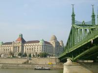 das Gellertbad mit der Franz-Josef-Brücke