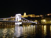 wir verlassen Budapest bei Nacht - die Kettenbrücke und die Burg