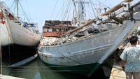 151 Sulawesi, Schiffe im Hafen von Makassar