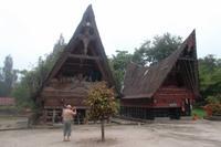 typische Häuser der Batak-Toba