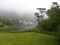 072 Connemara - Kylemore Abbey im Nebel