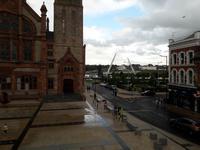 Derry: Rathaus und Freundschaftsbrücke