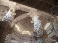 Säulen im Jain-Tempel von Ranakpur