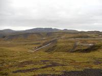 Zahlreiche Heißwasserleitungen durchziehen die Gegend um das Nesjavellir-Kraftwerk.