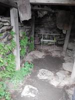 Das unwirtliche Innere eines Grassodenhauses.
