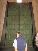 die Bronzetür in Trani
