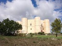 wir statten dem Castel di Monte einen Besuch ab