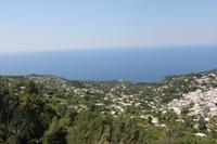 Blick von der Seilbahn am Monte Solaro auf Anacapri