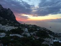 Wenn bei Capri die rote Sonne im Meer versinkt