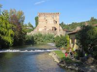 Mühlendorf Borghetto – Blick zur Brücke Visconti