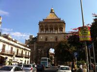 eines der Stadttore Palermos