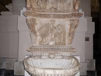 kunstvolle Reliefs  im Dom von Palermo