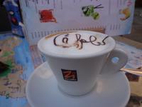 Abschiedsgruß auf dem Cappuccino:Cefalu