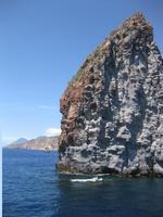 Überfahrt nach Vulcano - Felsen im Meer