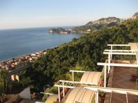 Blick am frühen Morgen vom Hotel Olimpo auf das Meer und Taormina