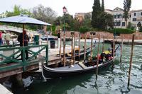 0430 Venedig, Gondoliere am Campo di Roma