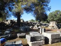 Blick auf die Ausgrabung des Zeus-Tempels